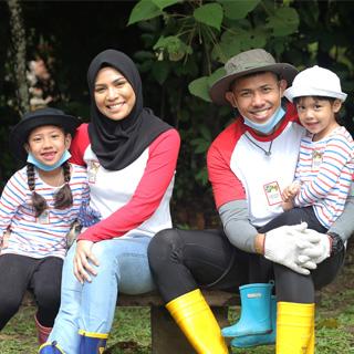 Family Nabil Ahmad